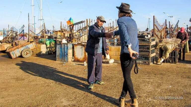 Essaouira Port, Anthony Bogdan meets a moroccan fisherman