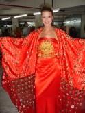 Für eine Modenschau sind wir von einem chinesischen Designer ausgestattet worden. Exotischer Mix, oder?