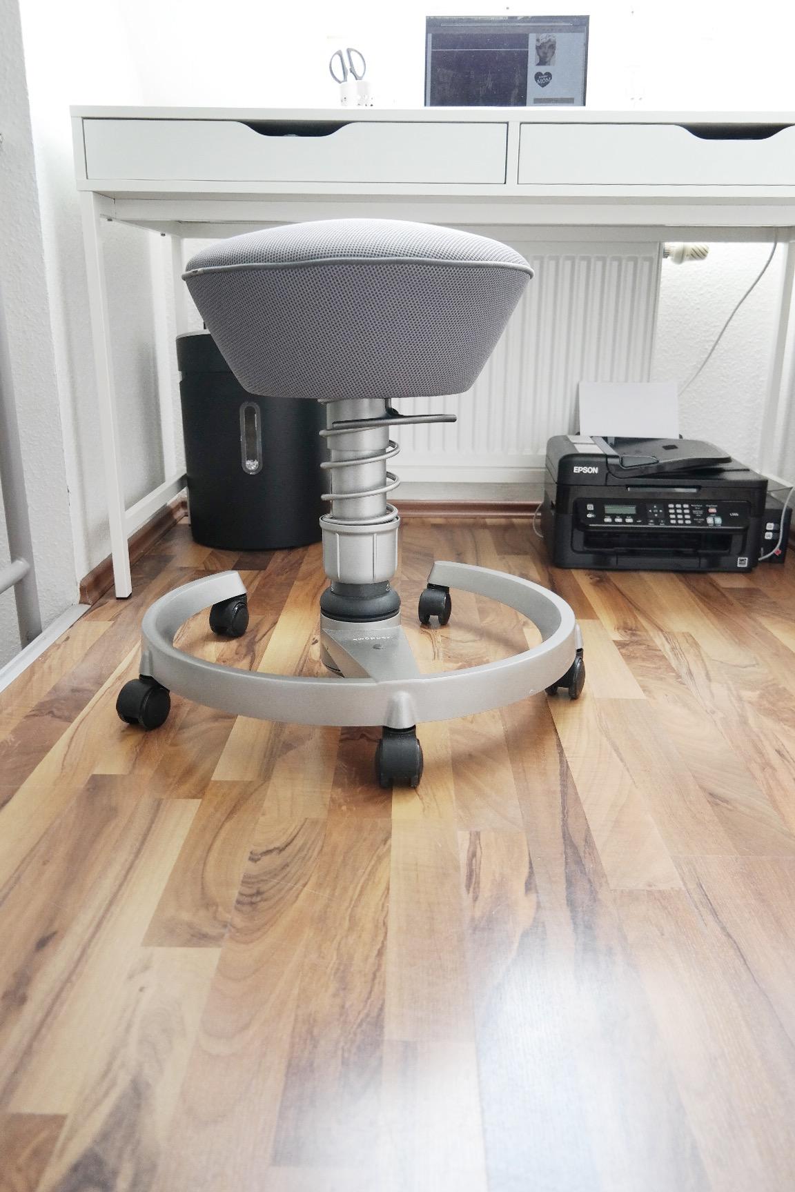 missbb swoppt jetzt mit dem schreibtischstuhl missbonn e bonn e. Black Bedroom Furniture Sets. Home Design Ideas