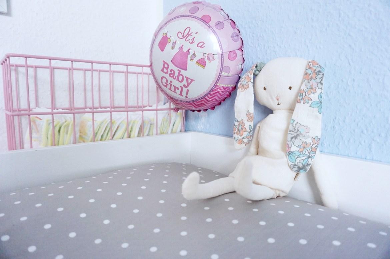 baby ein kinderzimmer f r zwei kinder wie der nestbautrieb einsetzte gewinnspiel. Black Bedroom Furniture Sets. Home Design Ideas