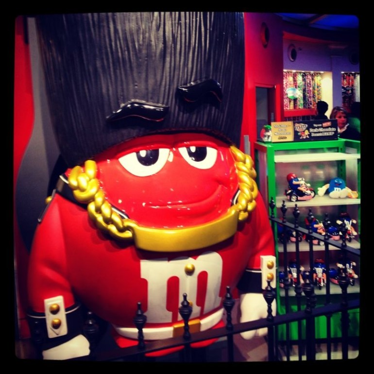 m&m Store Piccadilly circus