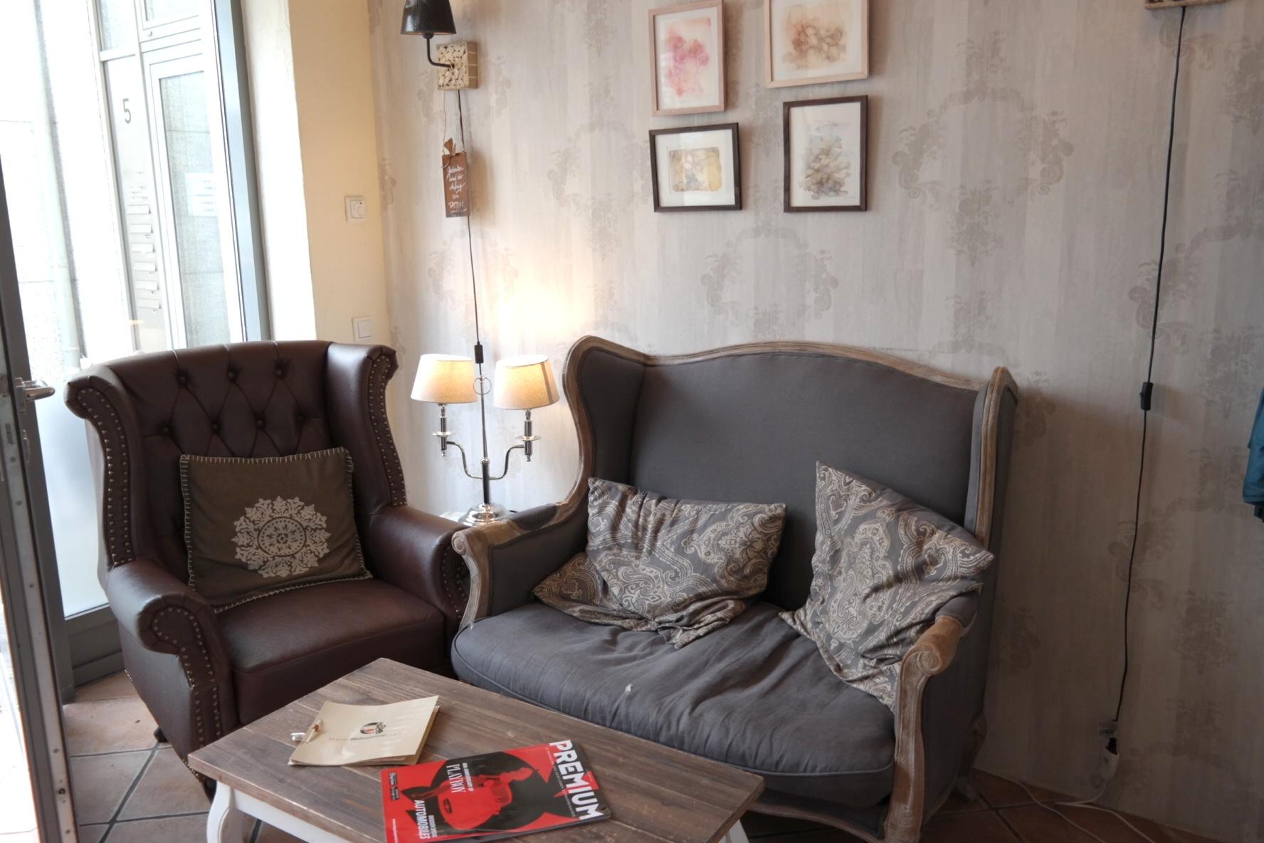 Bei Mayra im Wohnzimmer... // Familiencafé & \
