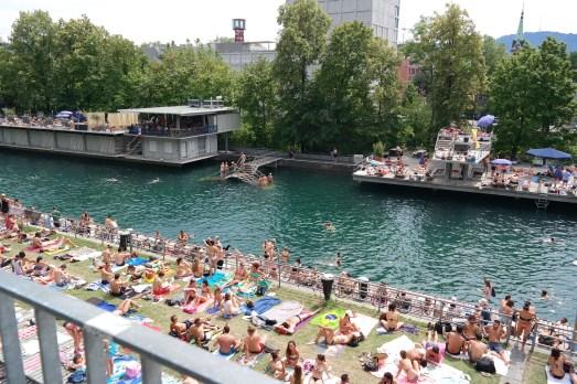 Limmat Zürich Badi Tipp Sonnenbaden Kurztrip Empfehlung Schweiz Reiseblog