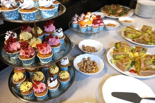 Nicole Wahl Fotografin Shootings Bonn Hochzeit Babybauch Porträt Vernissage Südstadt Maes Cafe Vegan Cupcakes Abendessen