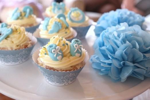 Babyshower Mayras Wohnzimmercafé Missbonnebonne superbabybb babybb schwangerschaft überraschung babyparty cupcakes spiele geschenke