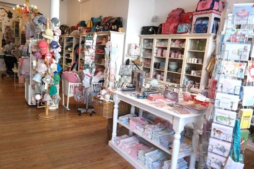 der kleine laden bonn beuel friedrich-breuer-straße babyladen kinderladen geschenke geschenkideen stofftiere außergewöhnliches missbonnebonne shops in bonn