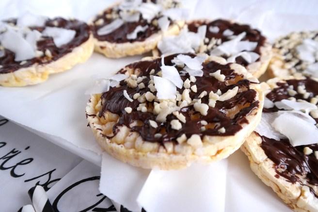 Mädelsabend Cracker Snacks selbermachen DIY Grissini mit Schokolade Snackbuffet Karneval Reiscracker Schokolade aufwerten