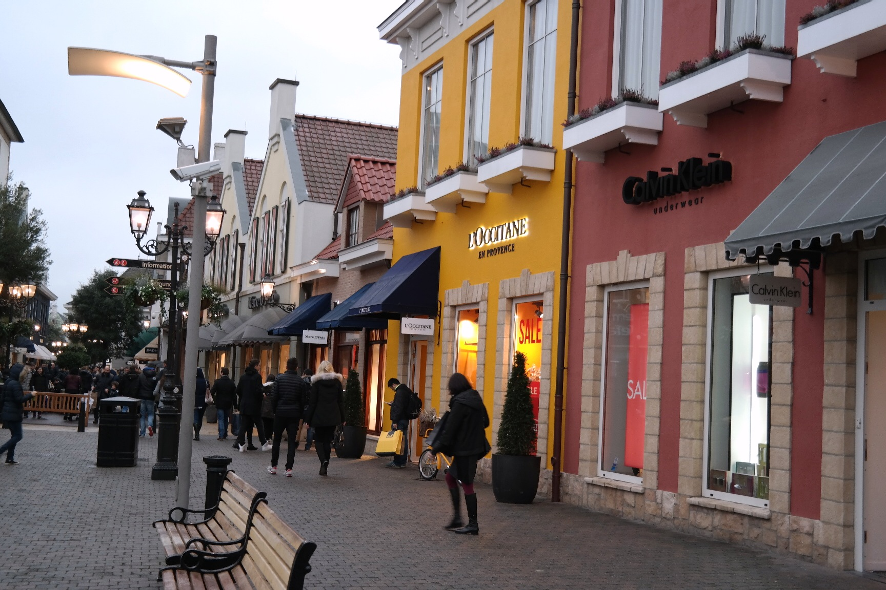 Outlets Netherlands. The largest guide to outlet shopping in Europe. More than outlets in Europe with updated information, addresses, opening hours, brands, links and maps.