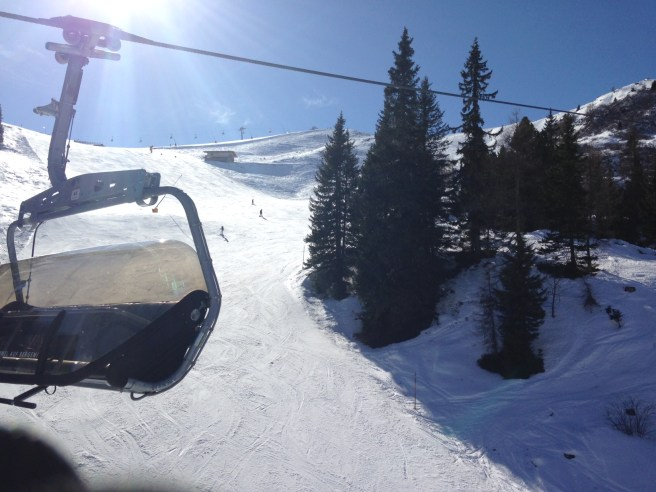 Missbbontour Reiseblog Reisen mit Kindern Blog Bonn Lifestyle Kurztrip Skifahren Zillertal Österreich Tirol Abfahrt Lift