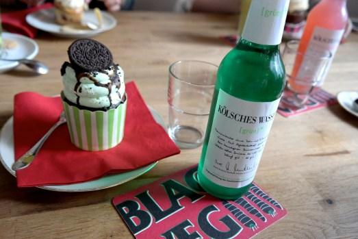 Black veg vegan essen bonn altstadt cupcakes suppen mittagessen kaffee trinken sojamilch restaurant café kölsches wasser schokolade