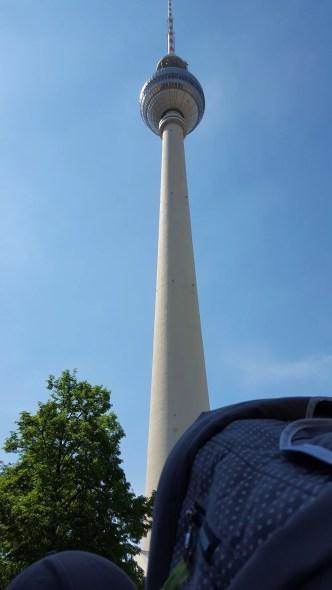 Berlin_Fernsehturm mit Kinderwagen