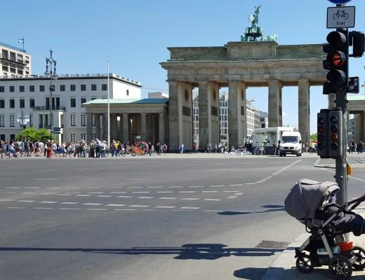 Berlin mit Baby am Brandenburgertor