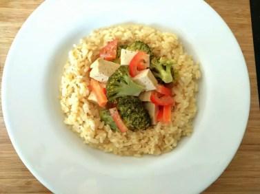 Thai Curry mit Broccoli, Tofu und Gemüse