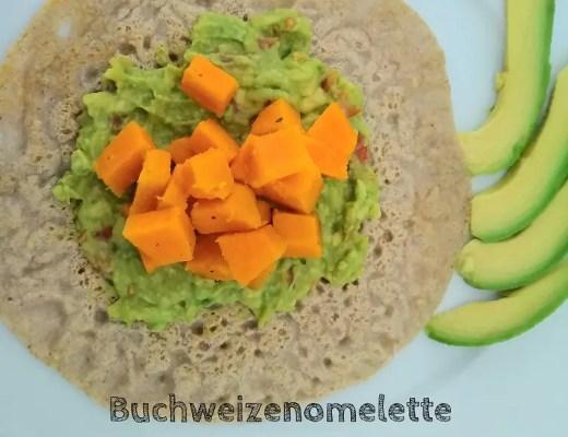 Buchweizenomelette mit Guacamole und Süsskartoffeln