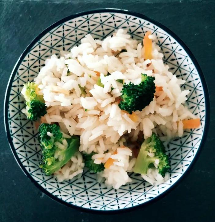 Asiatischer Broccoli-Cashew-Reis