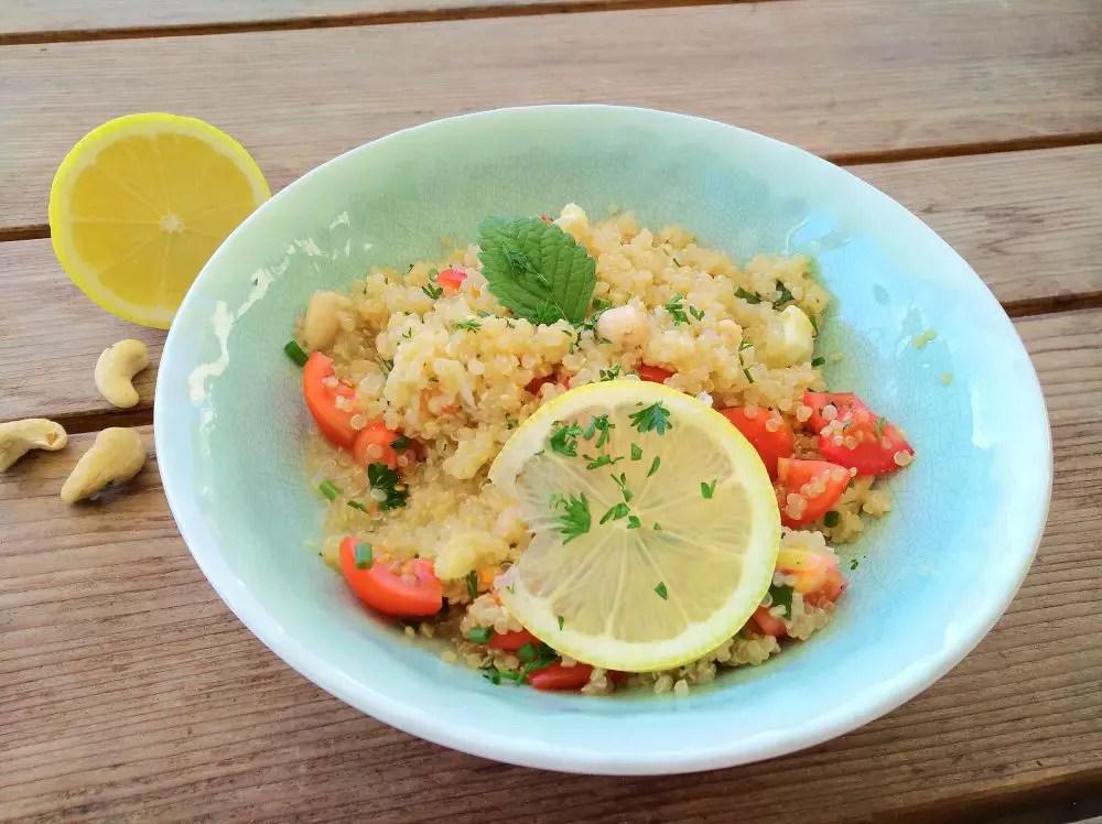 Zitronen-Quinoa mit Cashews, vegan, rezept, buddha bowl, salat, vegetarisch, eisenreich, proteinreich, schnell, foodblog, familie, schwanger