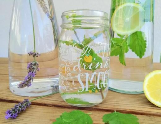 Lavendel- und Zitronenmelissen-Wasser rezept infused water