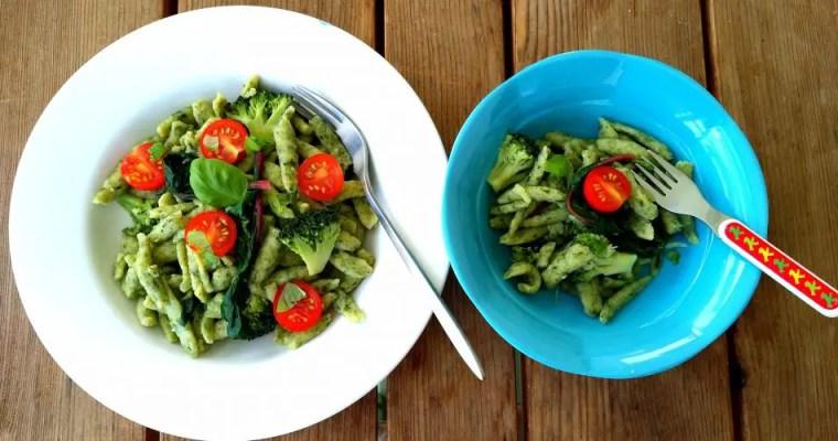 Spinatspätzli mit frischem Mangold, Tomaten und Broccoli