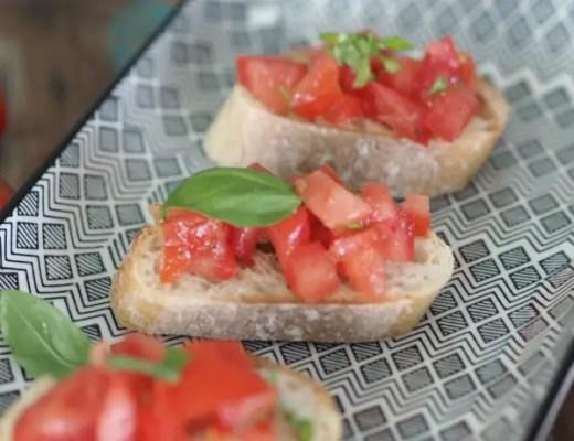 bruschetta tomaten auf brötchen