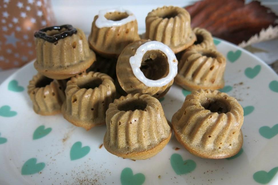 Lebkuchen-Gugl mit Zuckerguss.