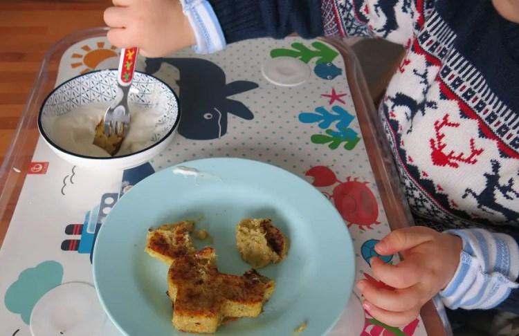 Kartoffel-Quinoa-Bratlinge als Traktor für Kinder.
