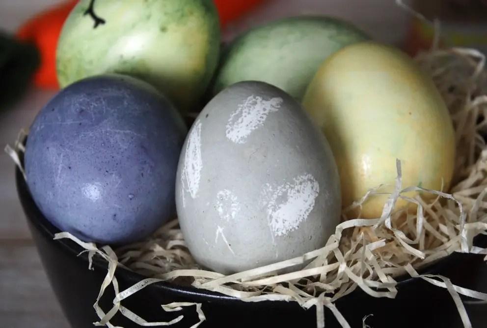 ostereier natürlich färben wachs muster naturfarben kinder