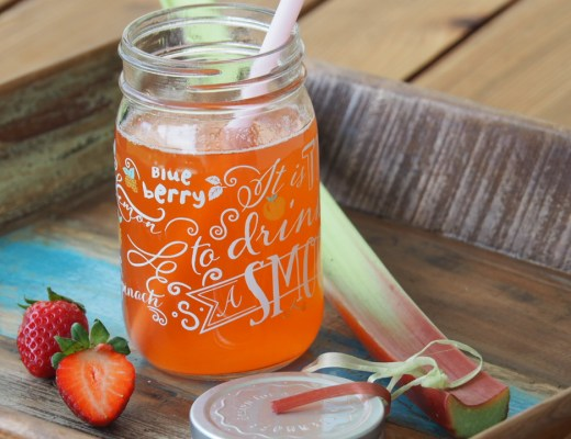 food fotografie, Erdbeer Rhabarber Drink, ohne alkohol, schwanger, kinder, rezept, sommer, frühling, kühlend, eistee, sirup