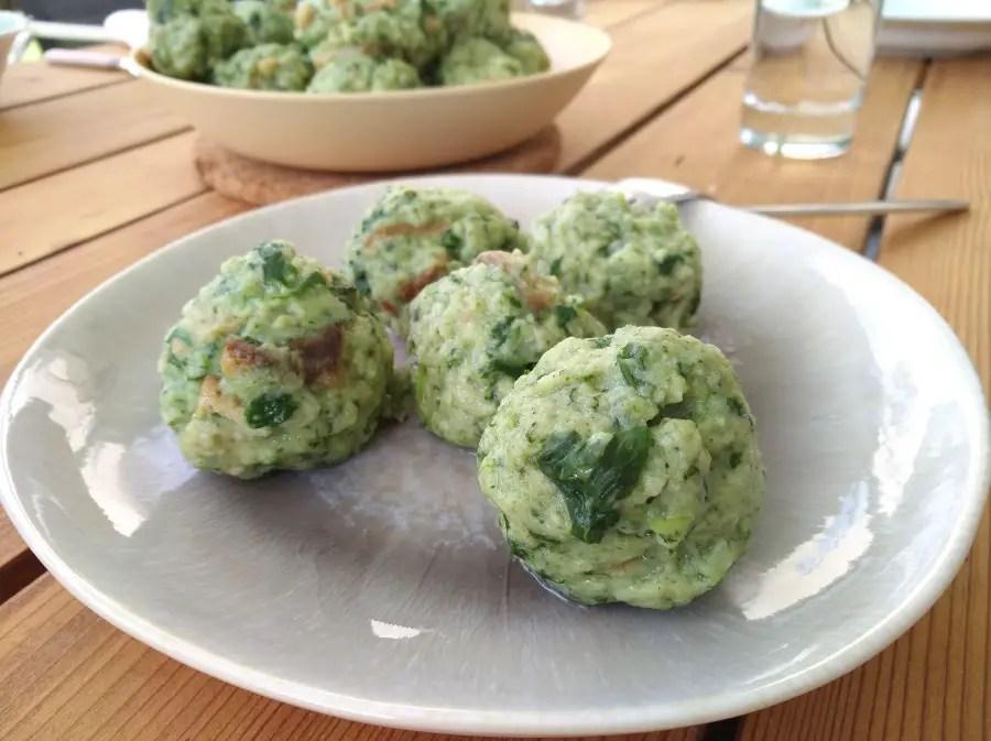 knödel spinatknödel kinder familie vegetarisch Spinat Blattspinat frisch geerntet foodblog spinatknödel rezept