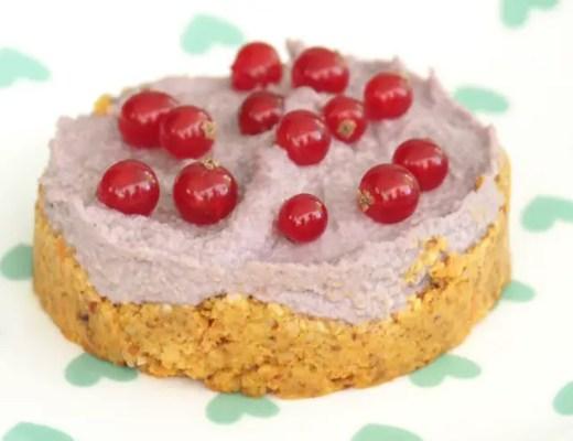 nobake rawcake rezept himbeeren johannisbeeren karotten topping cashew vegan ohne backen einfach