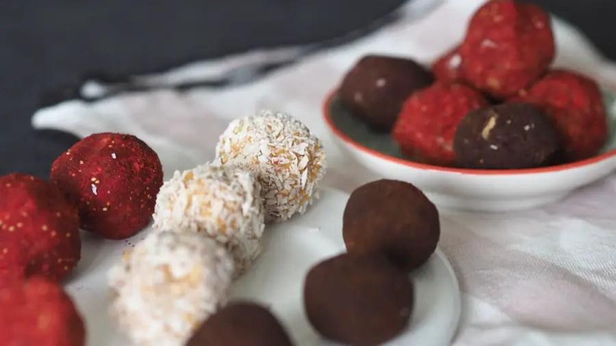 sweetpotato süsskartoffel energy balls energy bites, bliss balls kokos, ohne zucker, farbig, rezept schwanger stillen stillballs