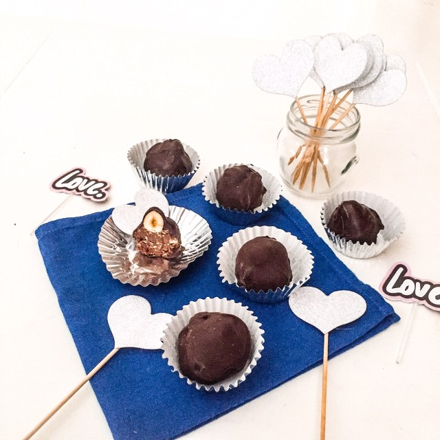 Baci di cioccolato argento e blu