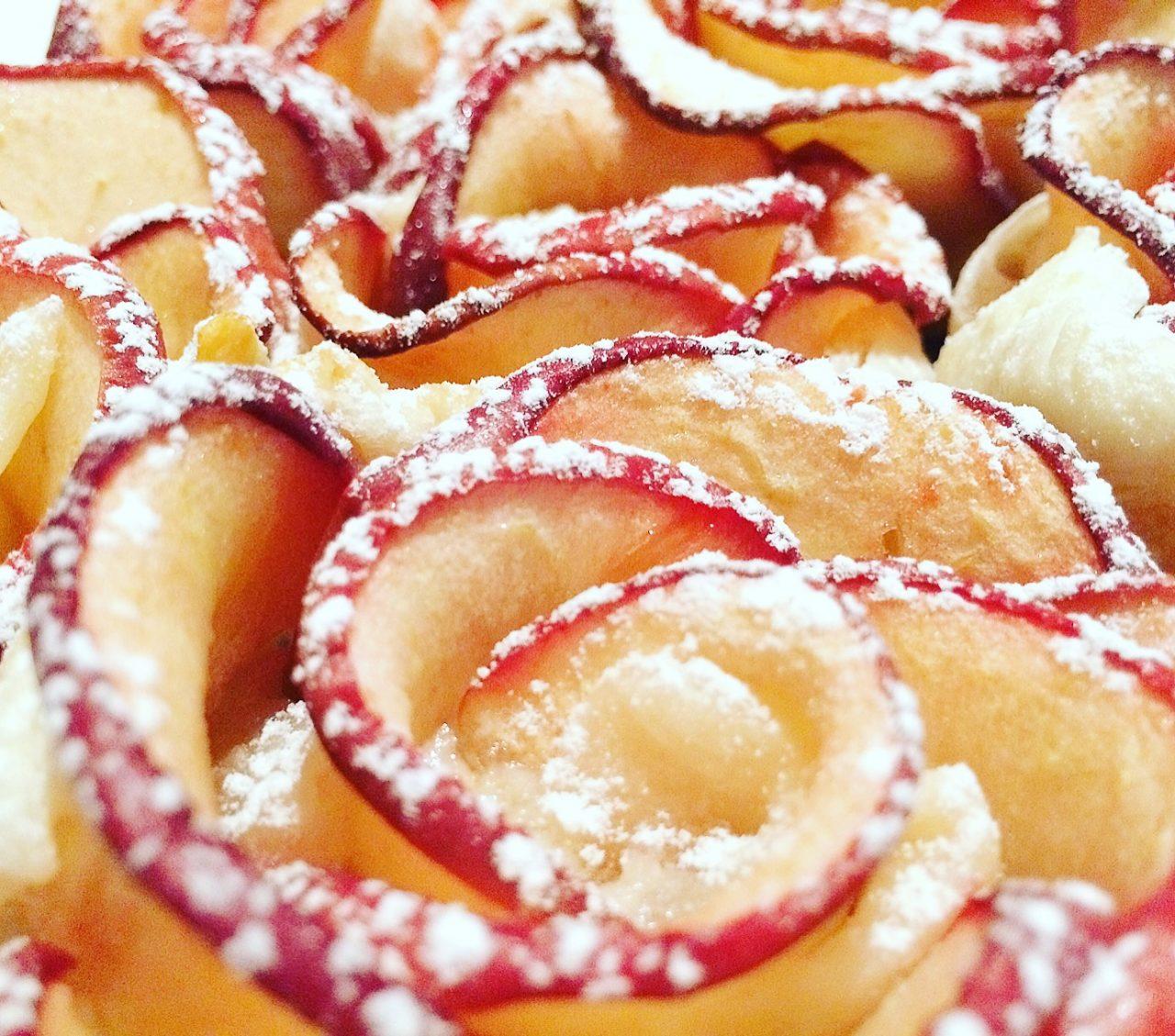 Rosemela in pasta sfoglia con zucchero a velo