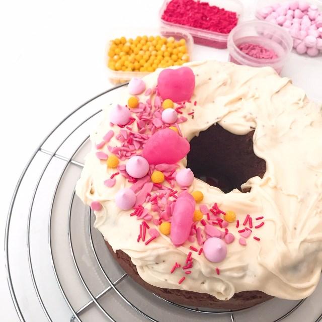 CHIFFON CAKE AL CACAO E CIOCCOLATO BIANCO decorazioni