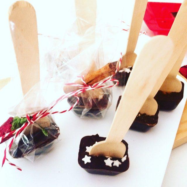 Cioccolata calda su stecco in cubetti
