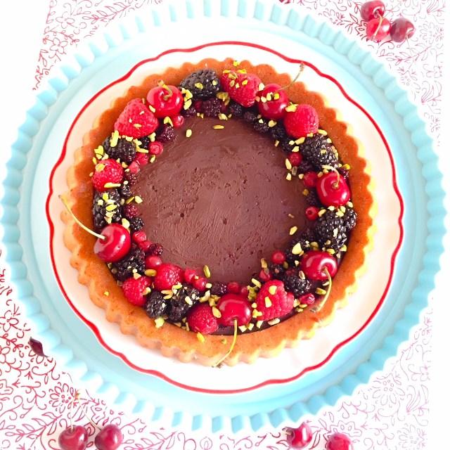 Crostata furba allo yogurt con ganache al cioccolato e frutta