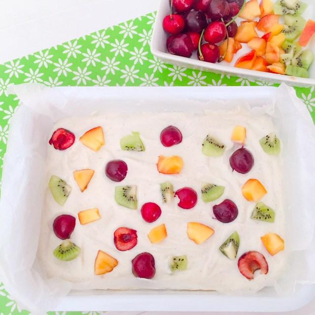Frozen yogurt bark alla frutta da congelare