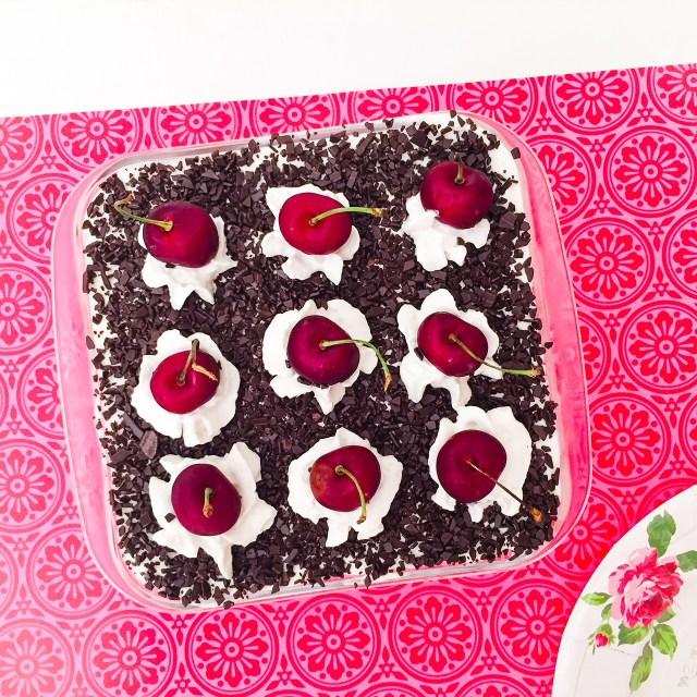 Torta foresta nera di biscotti e ricotta