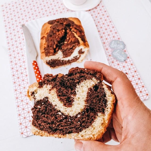 Plumcake panna e caffè_fetta in mano