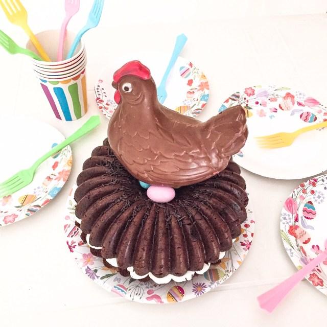 MOLLY CAKE AL CIOCCOLATO E CREMA DI RICOTTA con gallina sopra