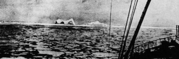 Le Titanic face à l'iceberg