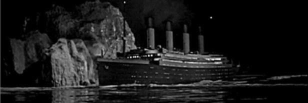 Le Titanic heurte un iceberg