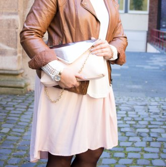missesviolet-fashion-layering-nude-dress-and-brown-leather12