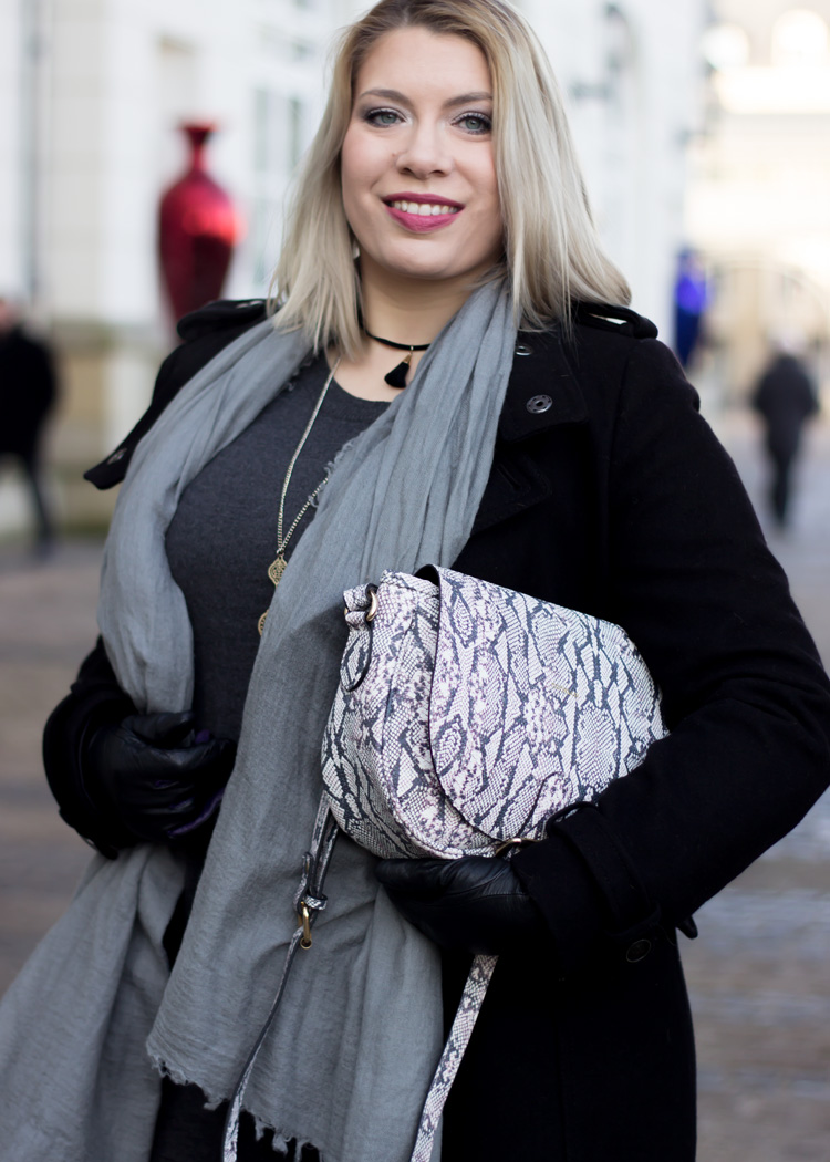 missesviolet-fashionkarussell-xmas-outfit-classic-grey-and-black-mit-codello-accessoires-7