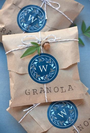 Paper favour bag with granola