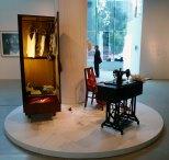 母親 (2009-2010) 4m x 4m 白瓷裝置 Image courtesy of Sara Tse