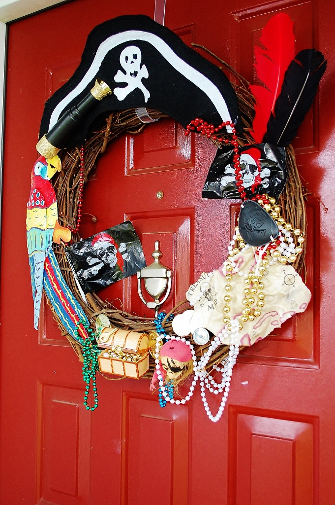 DIY Gasparilla Pirate Wreath | missfrugalfancypants.com