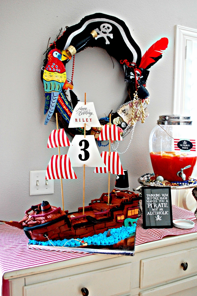 Pirate Party Pirate Ship Cake | missfrugalfancypants.com