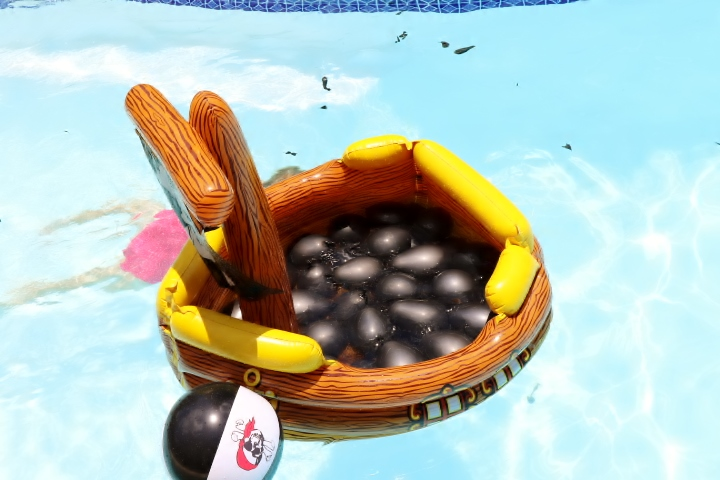Ourdoor Pirate Pool Party Games | Missfrugalfancypants.com
