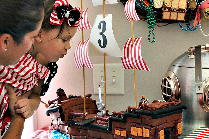 Pirate Party Cake | Missfrugalfancypants.com