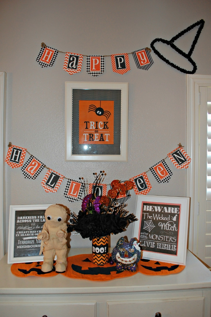 DIY Kid Friendly Halloween Decor with Free Printables | missfrugalfancypants.com